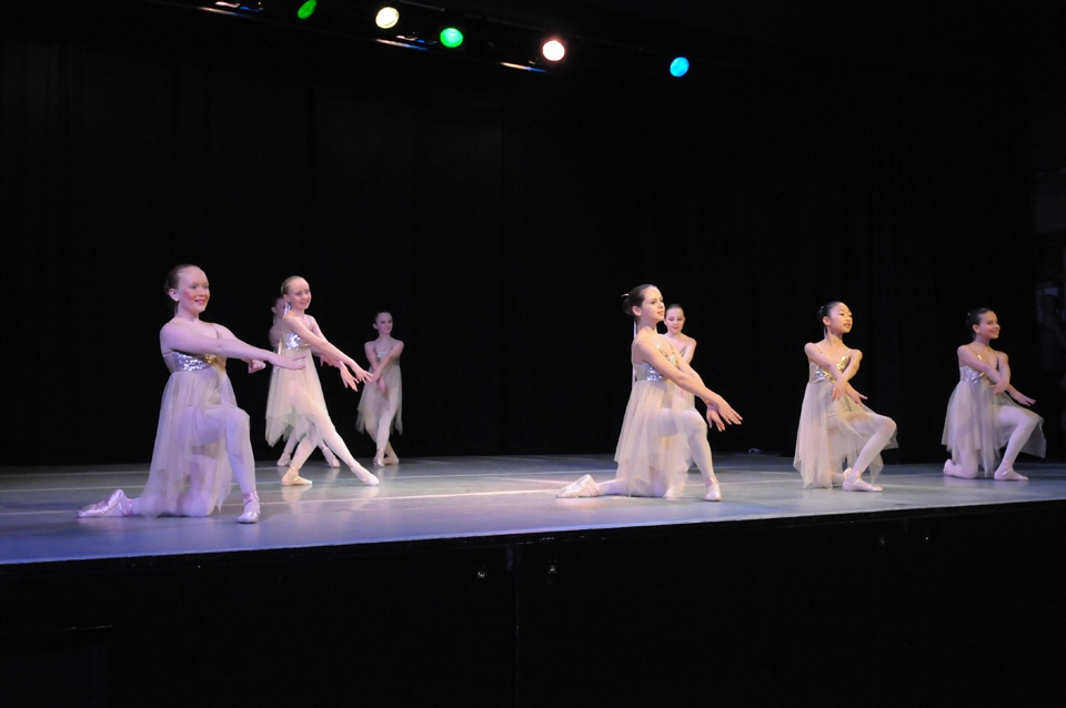 Exeter-Festival-Joanna-Mardon-Dance-School-Photos-Ballet-Dancers-on-stage